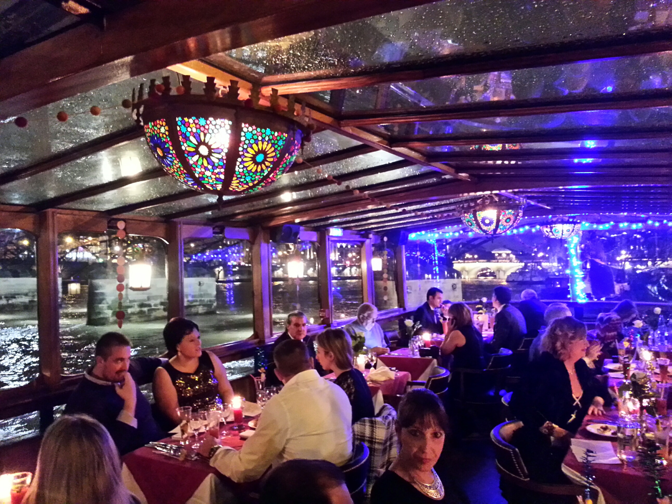 Le Calife - a glorious and and well lit dining expierence on the water